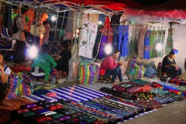 Puestos-mercado-nocturno-Luang-Prabang
